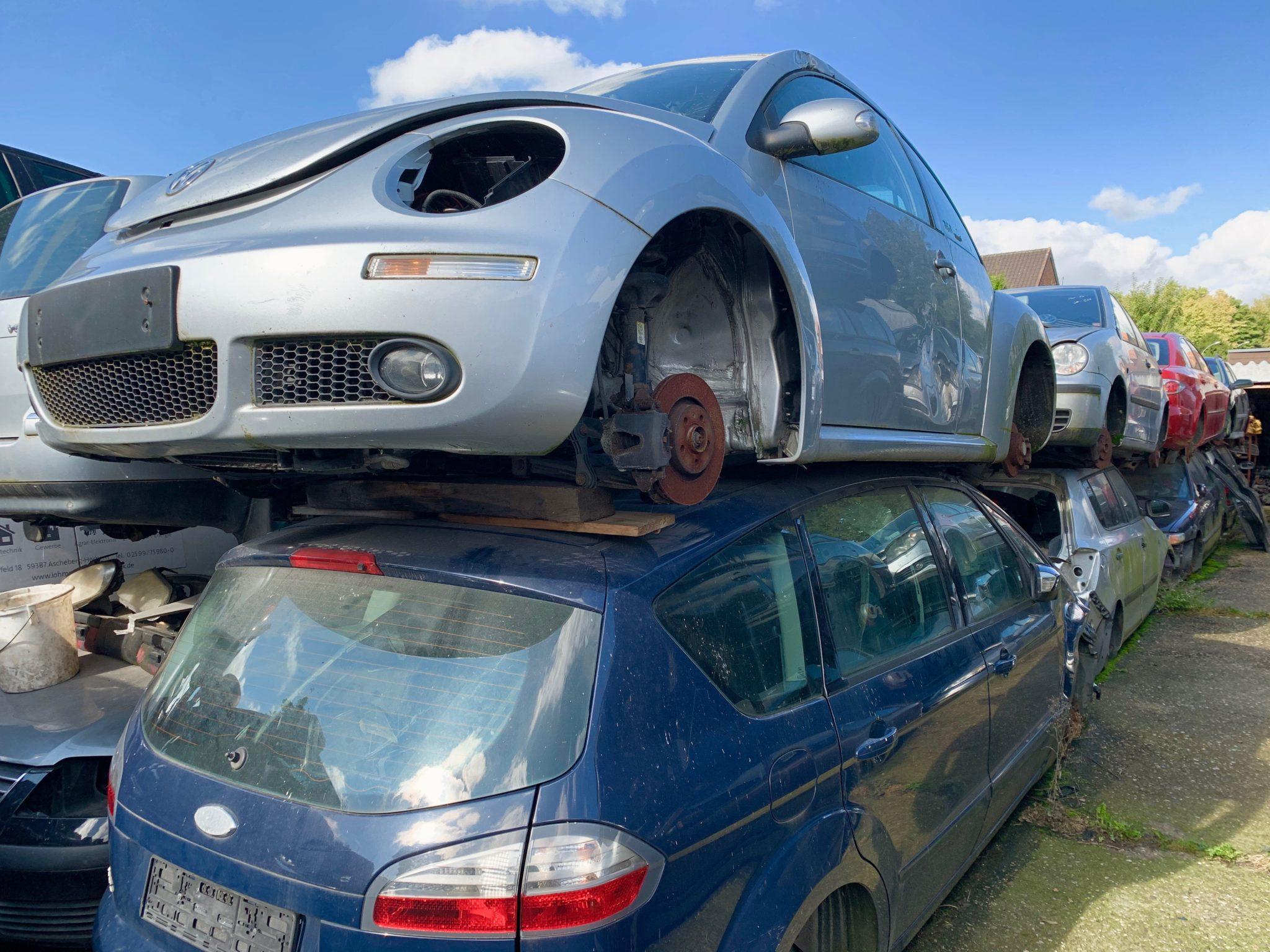 Schlachtfahrzeug VW Beetle und Ford S-Max